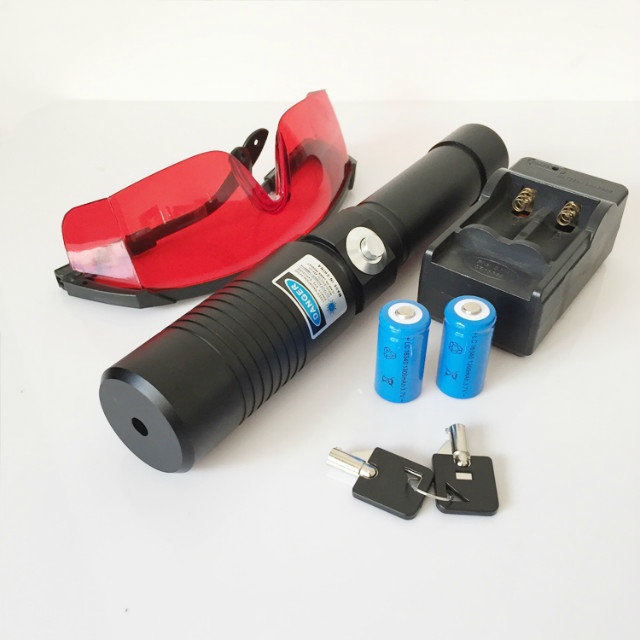 30000mw blue laser pointer burning cigarette